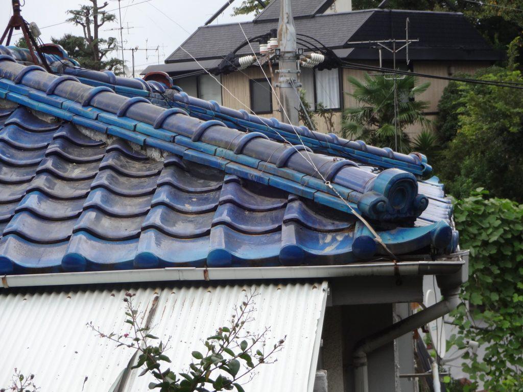 横浜市南区にて棟瓦の積み直しを行いました