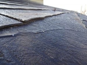 劣化した屋根材