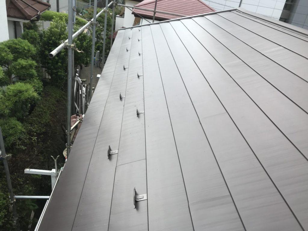 横浜市保土ヶ谷区にてガルバリウム鋼板(フッ素)でカバー工事を行いました