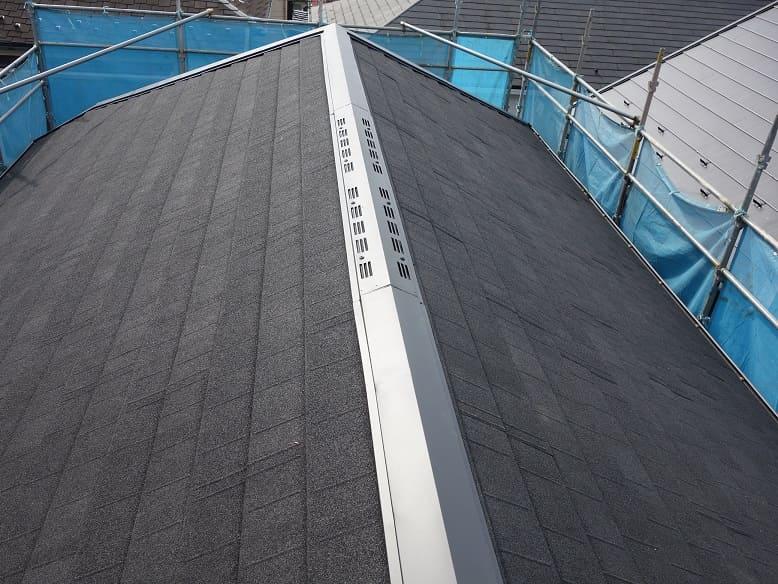 横浜市港北区|自然石粒付鋼板重ね葺きの施工事例