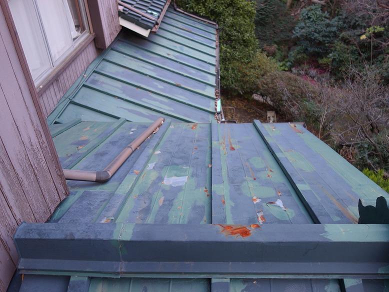 劣化したトタン屋根