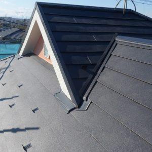 横浜市緑区|屋根葺き替え(スーパーガルテクト使用)の施工事例