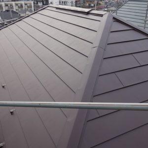 横浜市鶴見区|屋根カバー(ガルバリウム鋼板フッ素)の施工事例