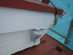 破風板の劣化(ケイカル板)