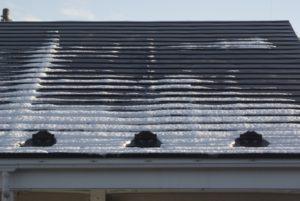 金属屋根への積雪