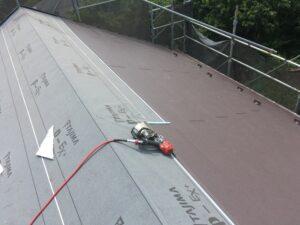 新規屋根材張り