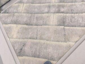 ひび割れた屋根